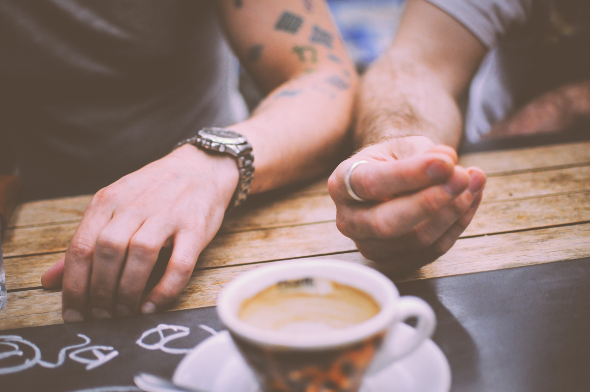restaurant-hands-people-coffee_2